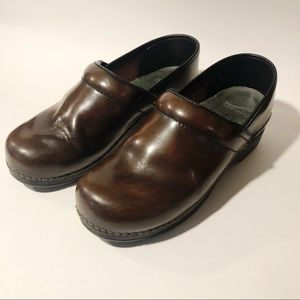 Brown Dansko Nursing Clogs Size 39